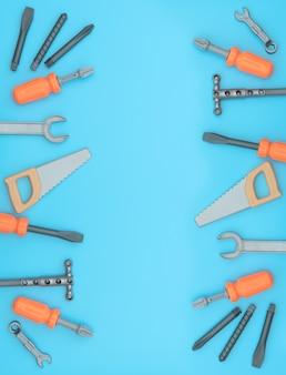 Set di strumenti di lavoro per bambini su sfondo blu