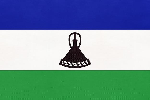 Regno lesotho bandiera nazionale tessuto sfondo tessile. simbolo del mondo paese africano.
