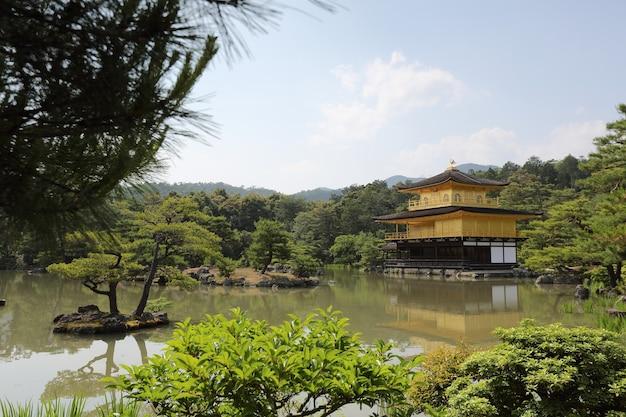 Tempio kinkakuji il padiglione d'oro a kyoto, giappone