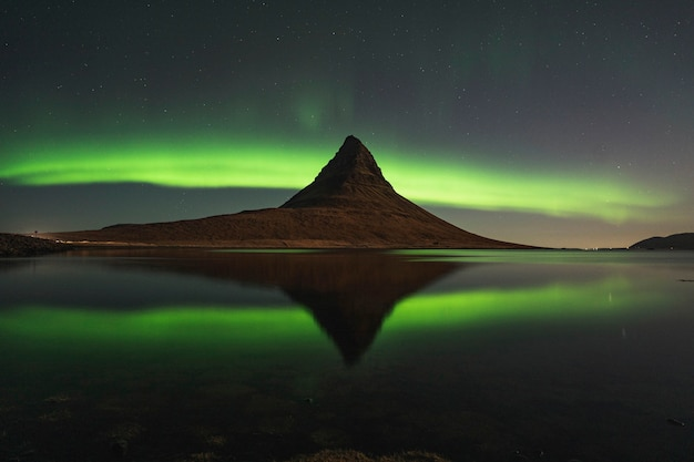 Aurora boreale di kirkjufell, islanda
