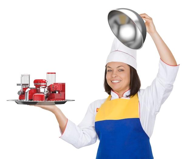 Set di elettrodomestici da cucina. bella giovane donna chef con frullatore rosso, tostapane, macchina per il caffè, tritacarne, frullatore e macinacaffè in ristorante cloche su sfondo bianco. rendering 3d