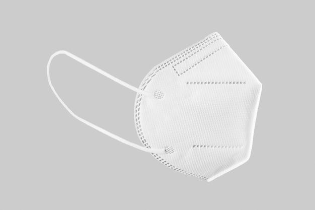 Kn95, ffp2, ffp3 maschera facciale isolata su sfondo grigio. equipaggiamento protettivo personale contro covid-19