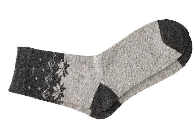 Calzini di lana calda lavorati a maglia con un motivo isolato su uno sfondo bianco