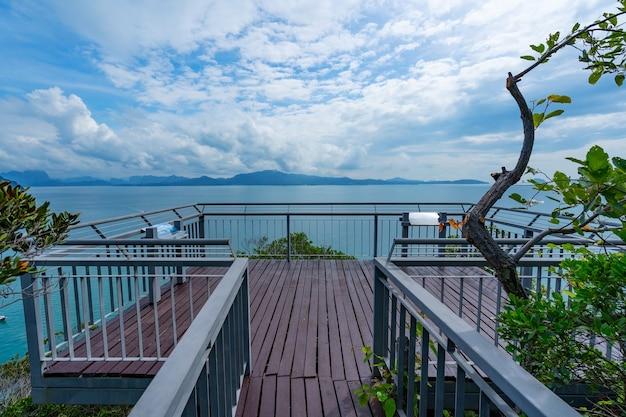 Punto di vista di koh hong nuovo punto di riferimento per vedere la natura mare una splendida scena del mare delle andamane incredibile vista dall'alto dal punto di vista di koh hong krabi thailandia.