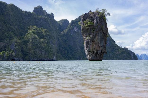 Koh ta pu (isola di ta pu o conosciuta come isola di james bond) baia di phang nga thailandia