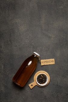 Bottiglia kombucha con scritta