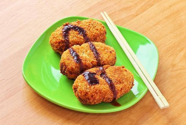 Korokke, crocchette di patate giapponesi con salsa tonkatsu