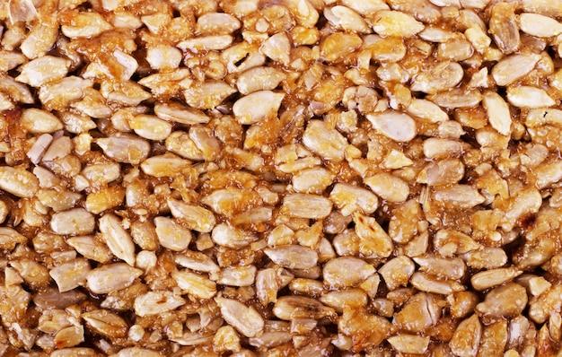 Kozinaki da fagioli di arachidi dorati e arrostiti come sfondo, trama. riprese macro, primo piano.