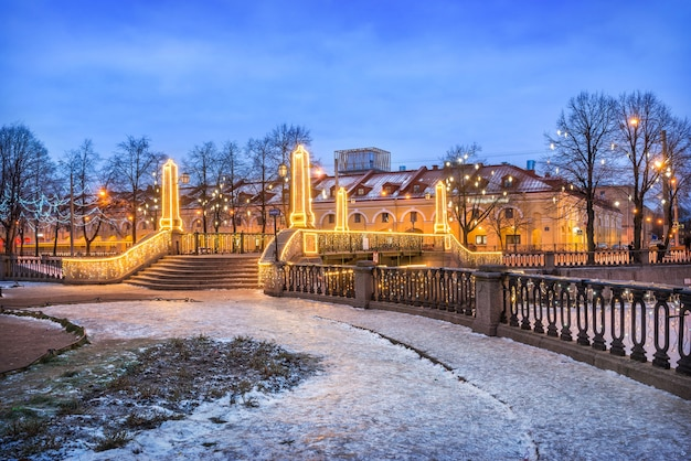 Ponte krasnogvardeisky attraverso il canale griboedov a san pietroburgo