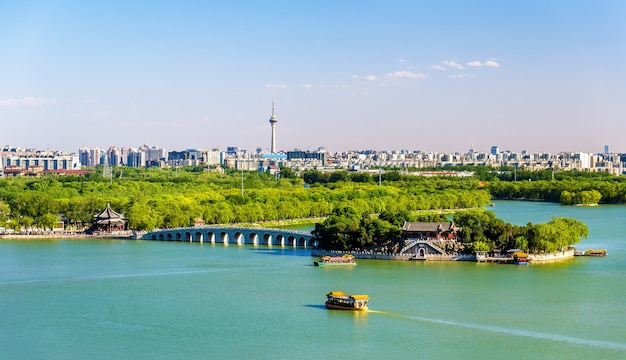 Lago kunming visto dal palazzo d'estate - pechino, cina