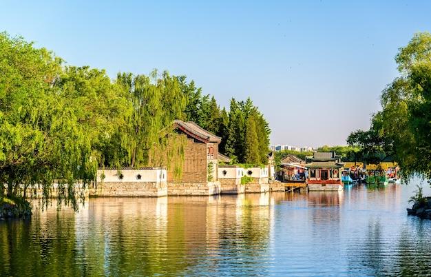Lago kunming presso il palazzo d'estate a pechino - cina