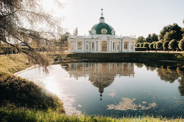 Maniero di kuskovo a mosca, russia. il maniero di kuskovo è un monumento unico del xviii secolo, una residenza estiva a mosca.