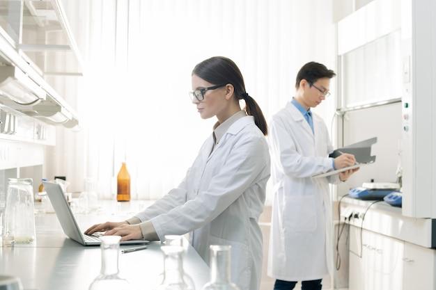 Giornata lavorativa tipica degli scienziati di laboratorio