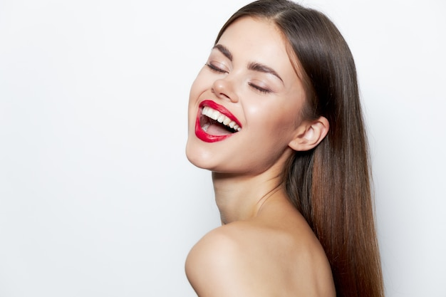 Lady eyes ha chiuso il sorriso labbra rosse trattamenti termali per la pelle chiara
