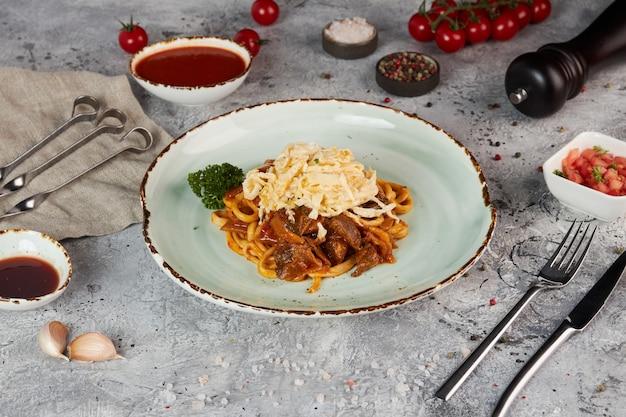 Lagman, piatto tipico dell'asia centrale, a base di noodles, carne e verdure