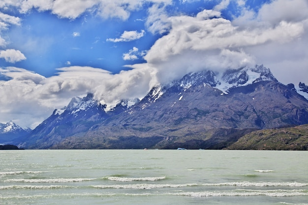 Lago grey nel parco nazionale torres del paine in patagonia, cile