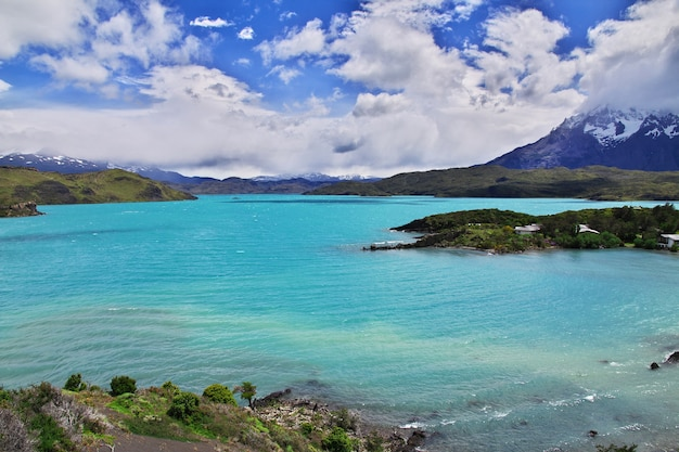 Lago pehoe nel parco nazionale torres del paine in patagonia, cile