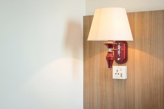 Luce della lampada sulla camera da letto