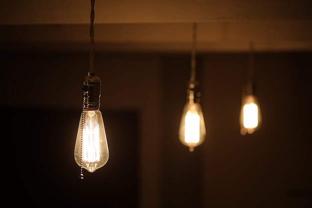 Lampade con filamento di tungsteno. lampadina edison. filamento a filamento in lampade vintage. design retrò di lampadine.