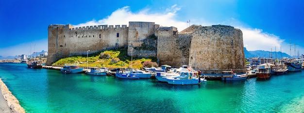 Punti di riferimento di cipro - fortezza medievale a kyrenia, parte turca del nord di cipro