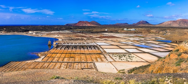 Punti di riferimento dell'isola di lanzarote - salinas de janubio, principale produzione di sale delle isole canarie