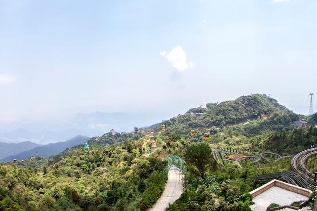 Paesaggio dei castelli, colline di bana, bello villaggio francese a da nang, vietnam