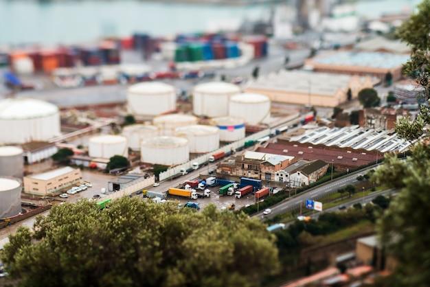 Paesaggio dalla vista di uccello del porto industriale. barcellona, spagna