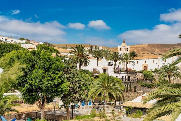 Paesaggio della storica città di betancuria, il villaggio più antico delle isole canarie - fuerteventura.