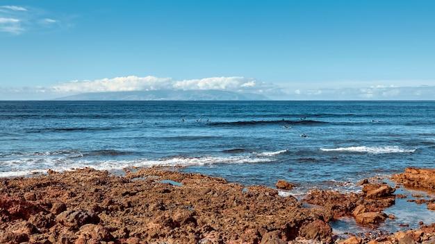 Isola del paesaggio. vista sull'oceano in una giornata estiva.
