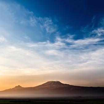 Paesaggio del monte kilimanjaro - il tetto dell'africa in tanzania.
