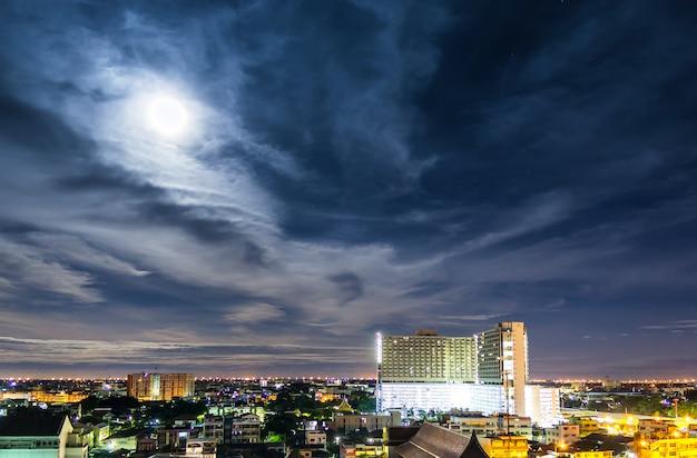 Paesaggio della notte di bangkok