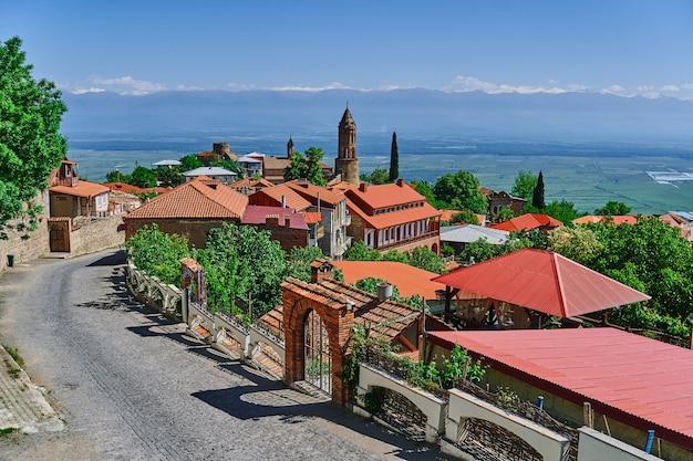 Paesaggio di tegole rosse case a sighnaghi città dell'amore, regione di kakheti, georgia country