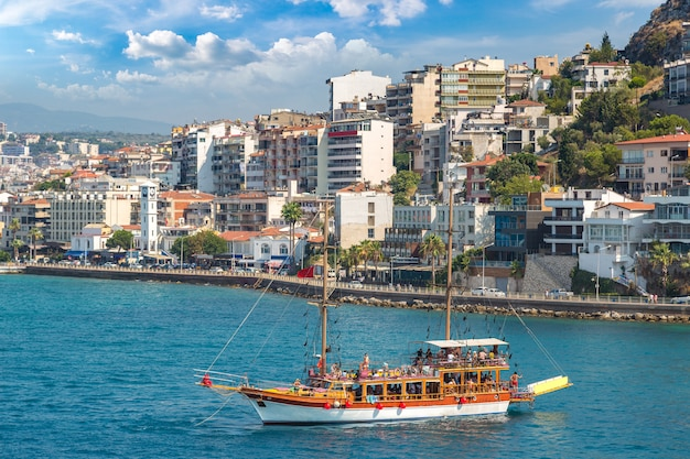 Paesaggio della nave a kusadasi, turchia