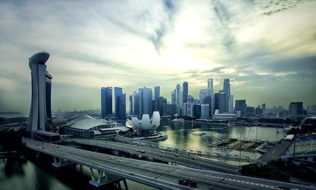 Paesaggio del distretto finanziario di singapore e dell'edificio degli affari
