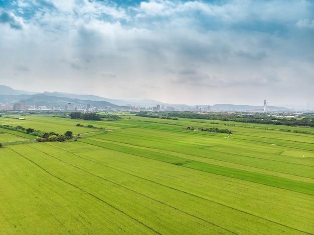 Vista del paesaggio della pianura di guandu, taipei, taiwan