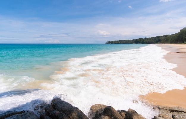 Viste dei paesaggi della spiaggia del mare