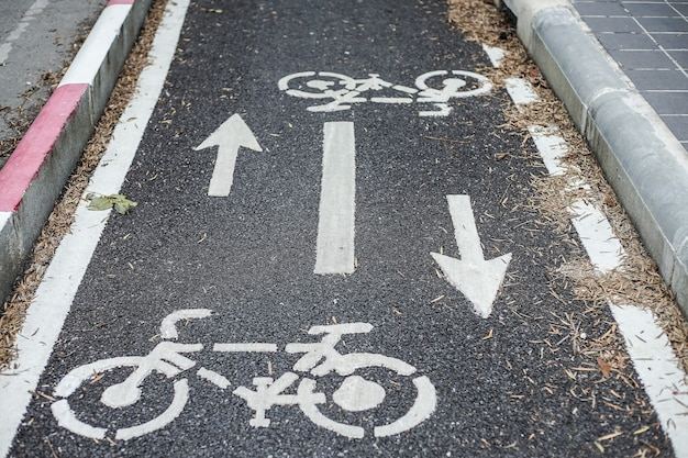 Corsia per biciclette per trasporti e sport in città per il traffico sanitario, sicurezza outdoor