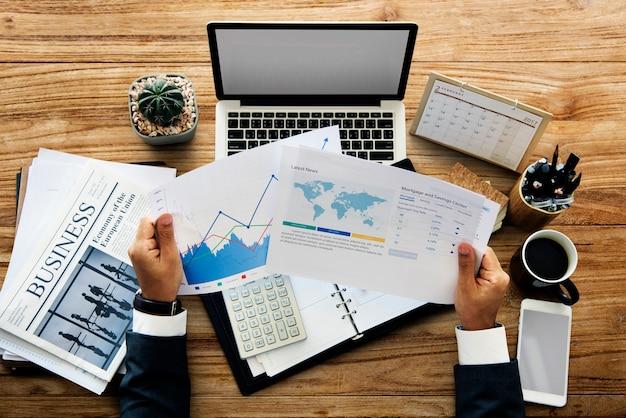 Funzionamento finanziario dello spazio della copia di affari del calcolatore del calcolatore portatile