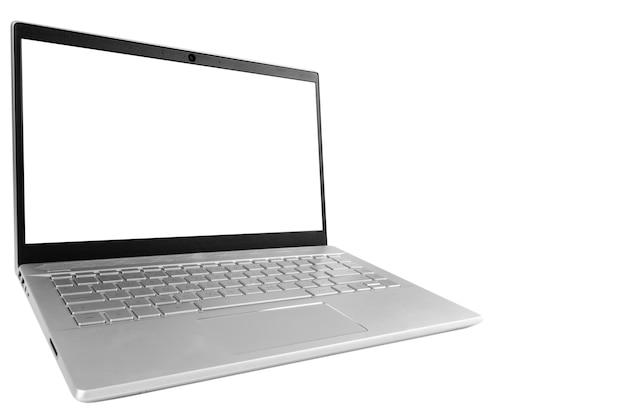 Computer portatile pc con schermo vuoto mock up isolati su sfondo bianco. schermo isolato portatile con tracciato di ritaglio. schermo bianco del computer pc con lo spazio della copia. spazio vuoto per il testo.