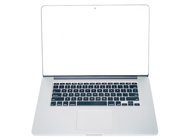 Computer portatile su sfondo bianco isolato mock up, copia vista frontale dello spazio