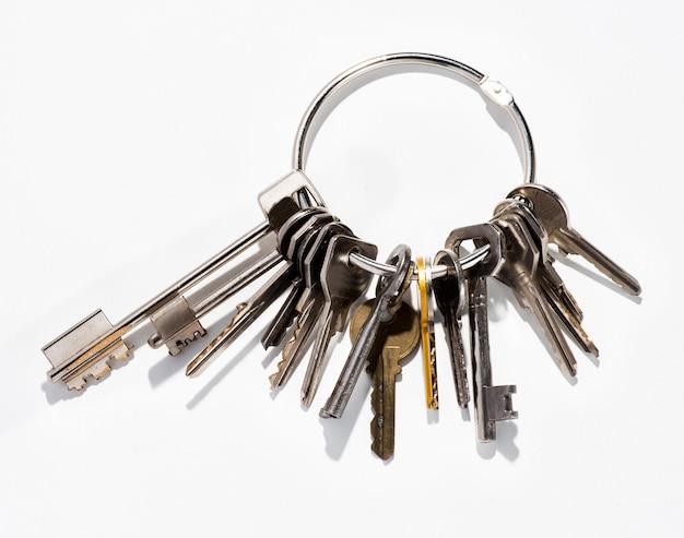 Grande mazzo di chiavi domestiche assortite