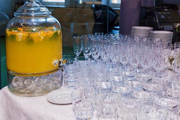 Grande capacità con limonata di arance fresche