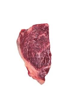 Grande pezzo di manzo appena tagliato isolato. un pezzo di carne fresca.