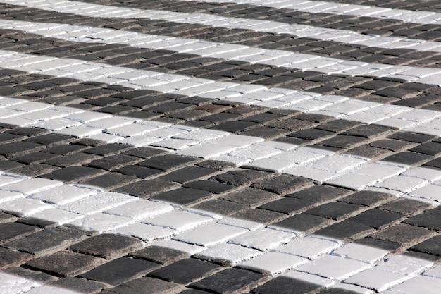 Ampio attraversamento pedonale sul marciapiede