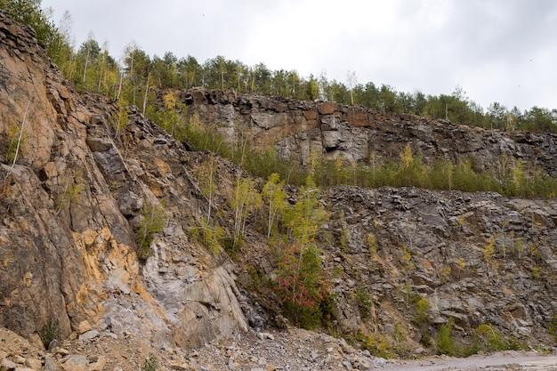 Grande cava, rilievo terrazzato a gradini.