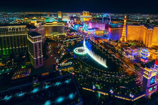 La strip di las vegas vista dall'hotel cosmopolitan con vista su hotel e casinò