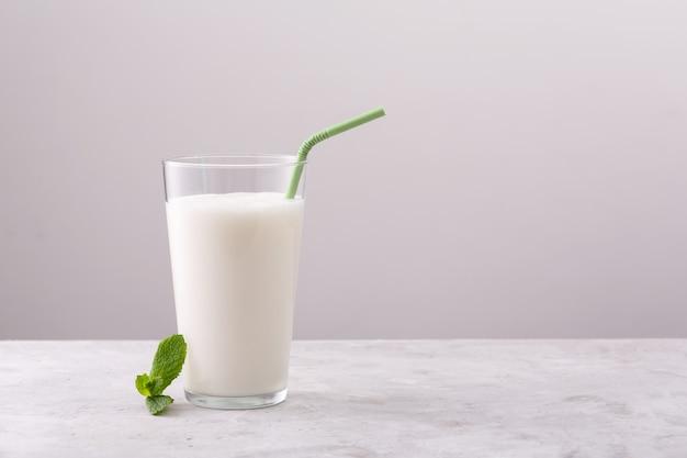 Lassi è un popolare dahi tradizionale, bevanda fredda a base di yogurt