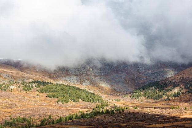 Fine stagione autunnale in montagna