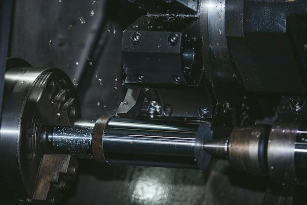 Attrezzature tornio nella fabbrica di strutture metalliche e macchine
