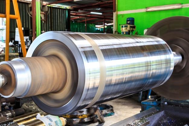Tornio tornitura l'industria dei metalli per produrre e artigianato